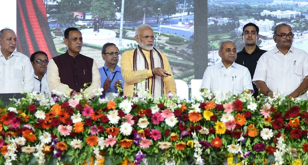 Prime Minister Narendra Modi unveils foundation stone and dedicates multiple development projects to the nation in Vadodara, Gujarat on 22 October 2017.