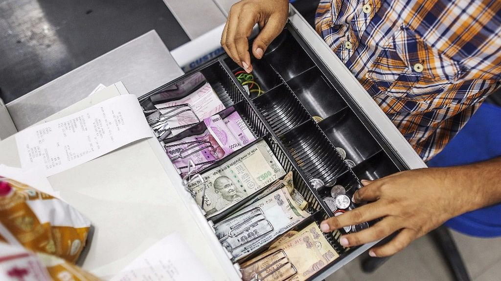 QBiz: Govt Brings Measures to Stabilise Rupee; Forex Reserves Fall