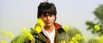 """Romance like Shah Rukh or Shah Jahan? (GIF courtesy: <a href=""""https://www.youtube.com/watch?v=r7NVIwO8_pI"""">YouTube/YRF</a>)"""