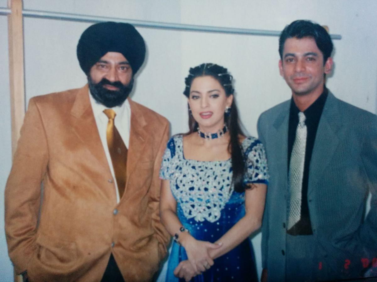 Jaspal Bhatti with Sunil Grover and Juhi Chawla.