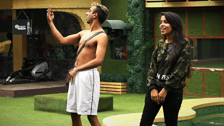 A-Cash and Dhinchak Pooja perform in the <i>Bigg Boss</i> house.&nbsp;