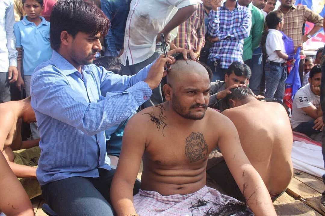 Patidar Anamat Andolan Samiti  convener Hardik Patel getting his head tonsured as part of protest against Gujarat Government in Bhavnagar, 21 May 2017.