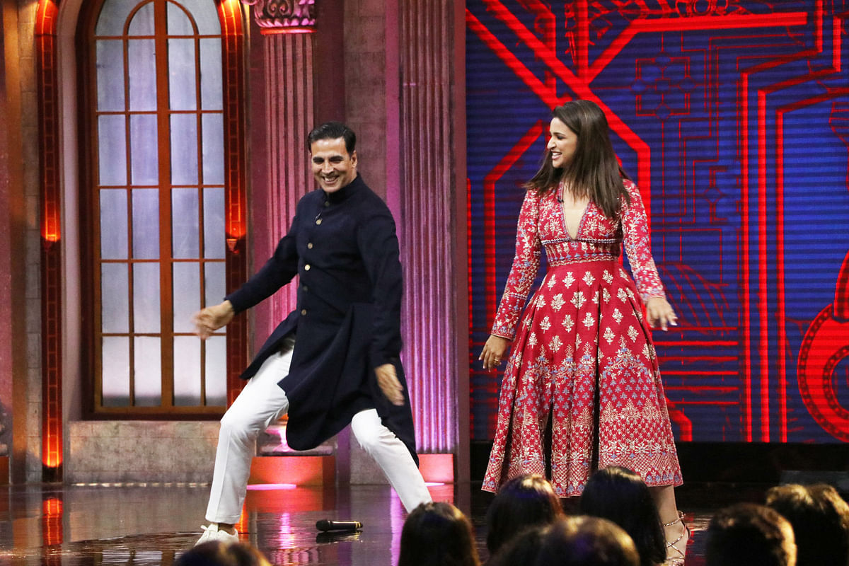 Parineeti matches her steps with Akshay.