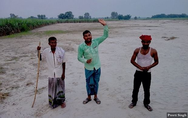 Residents of Marjadi claim that the flooded rivers brought huge amounts of silt (sand) and have deposited 2-feet sand on their paddy and sugarcane fields.
