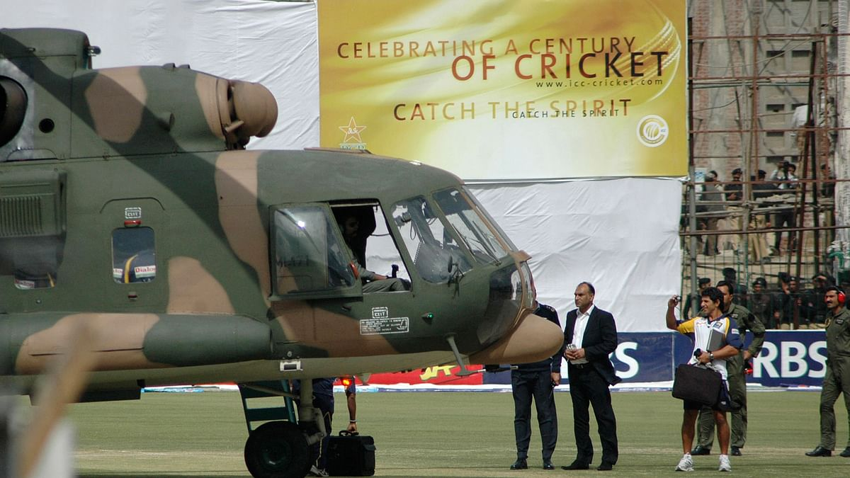 Sri Lanka's cricket team members prepare to board a Pakistani military helicopter at the Gaddafi stadium after their team bus was attacked by gunmen while on the way to the stadium in Lahore March 3, 2009.