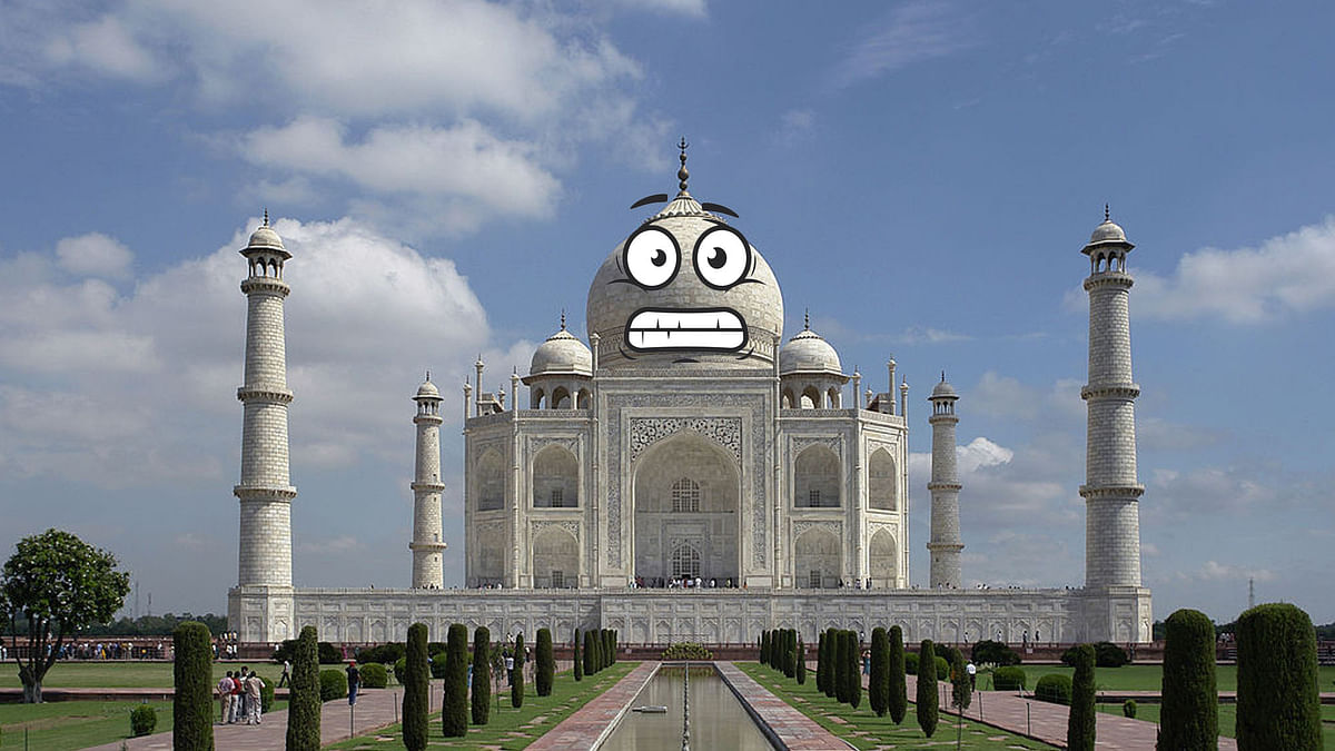 """Not finding Taj Mahal in Uttar Pradesh's tourism brochure is quite shocking for many. (Photo Courtesy: <a href=""""http://bit.ly/2kr6WcZ"""">Wikimedia</a>/Altered by The Quint)"""