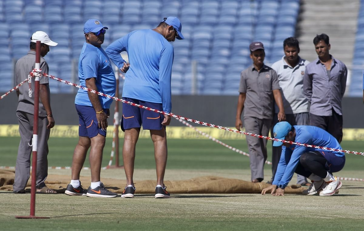 MS Dhoni and coach Ravi Shastri inspect the pitch on the eve of the Pune ODI. <i>(Photo: IANS)</i>
