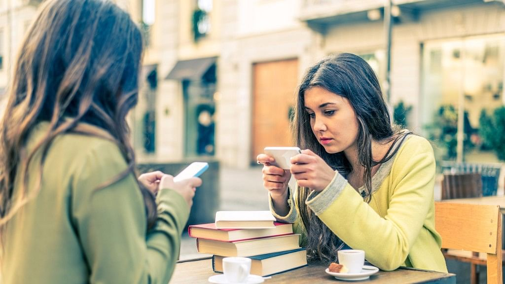 Social Media Addiction: Watch out for These 5 Troubling Signs