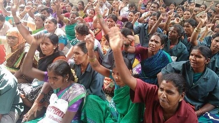 The protest drew women pourakarmikas from across Bengaluru to fight for their rights.