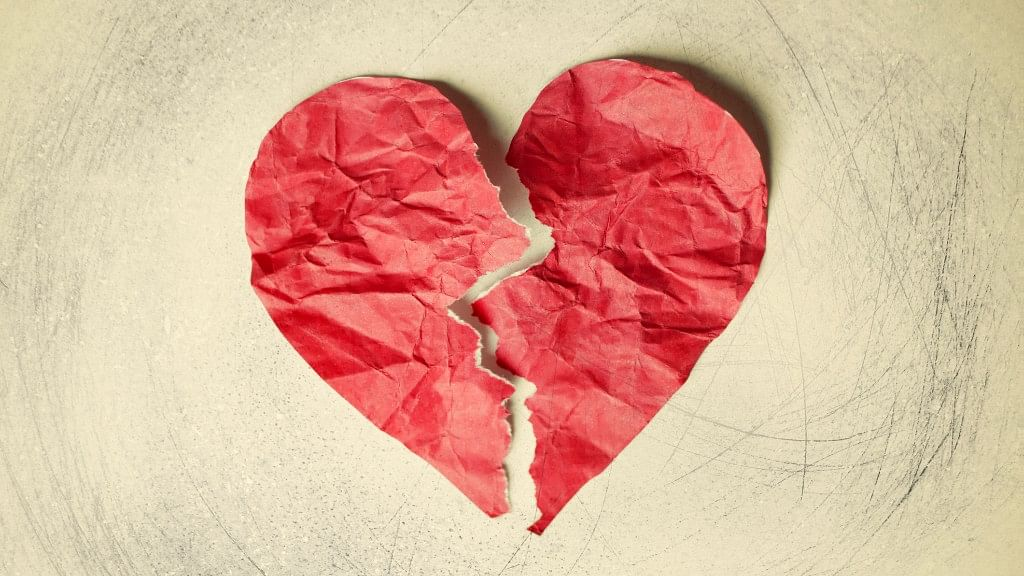 Symptoms of broken heart syndrome include shortness of breath and chest pain and as such it is often mistaken for a heart attack.
