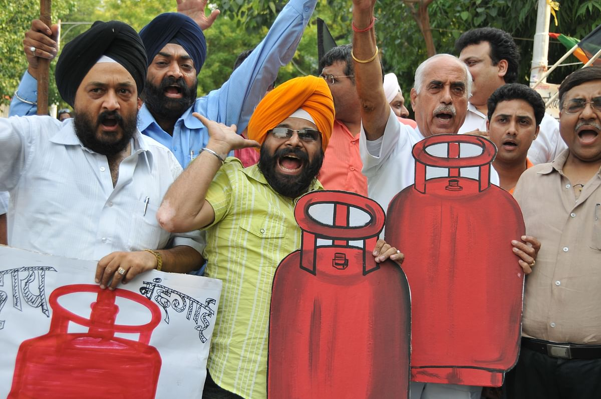 Protest against the scrapping of LPG subsidy.