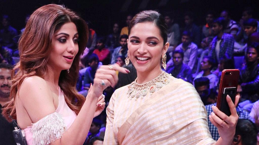 Deepika Padukone and Shilpa Shetty get clickin'.