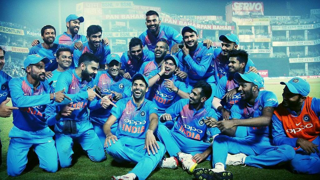 Team India celebrate after winning Ashish Nehra's final game.