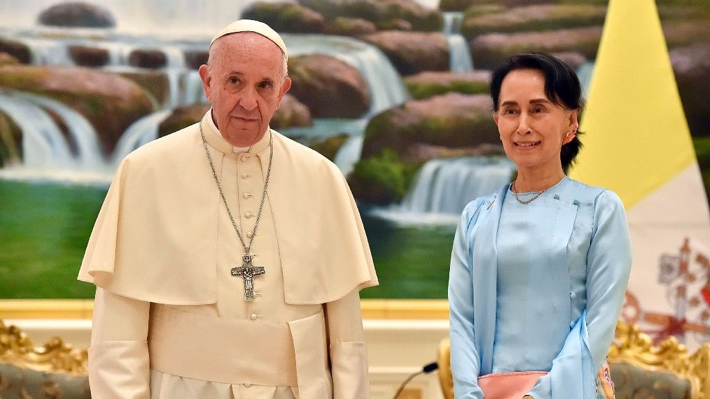 Myanmar: Pope Urges Respect for Human Rights, Avoids Rohingya Row