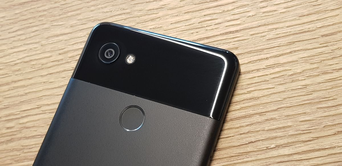 Pixel 2 series gets a single unit 12-megapixel shooter at the back.