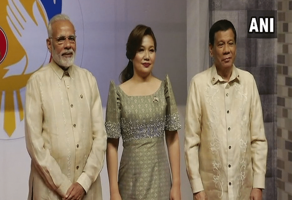 PM Modi with Philippines President Rodrigo Duterte in Manila.