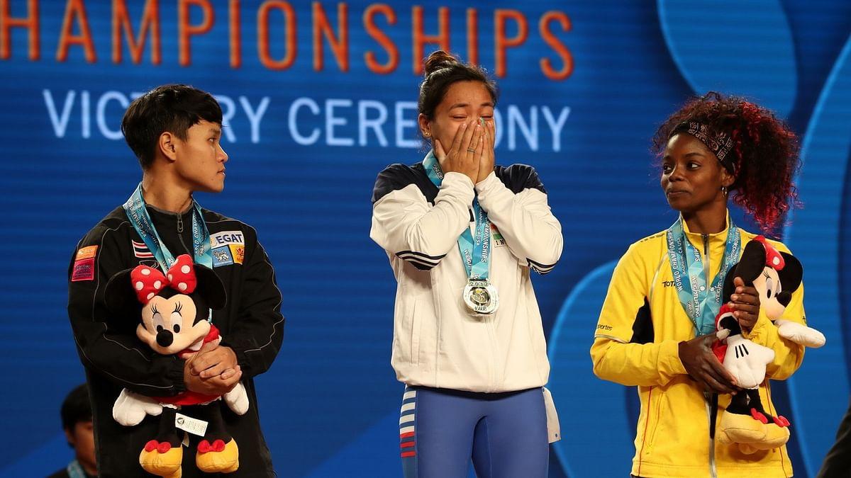 Mirabai Chanu on the podium at the World Championships after winning the gold.