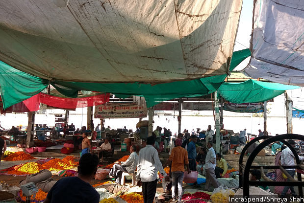 The flower market in Indore, Madhya Pradesh. Last year, the month after <em>notebandi</em>, flower prices had stayed low even in the wedding season. But there hasn't been a lasting impact of <em>notebandi</em> on prices, traders and farmers said.&nbsp; &nbsp;