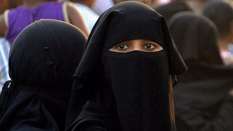 Sri Lanka to Ban Wearing of Burqas, Shut Several Islamic Schools