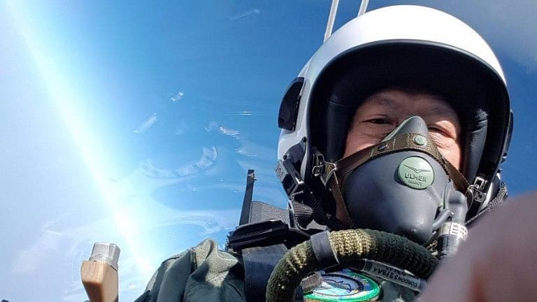 Fanboy Moment: Singapore Def Min Takes Selfies During Tejas Ride