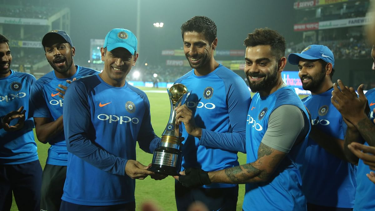 MS Dhoni and Virat Kohli felicitated Nehra before the start of the match.