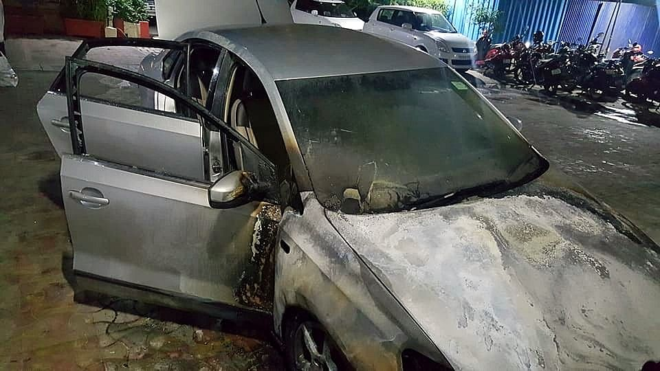 This Volkswagen Vento was set on fire in Mumbai by arsonists who arrived in a Mercedes M-Class SUV.