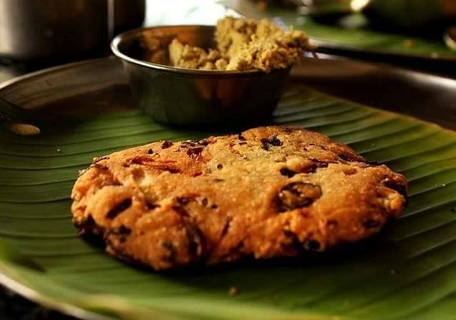 The Maddur vada derives its name from the town of Maddur, in the Mandya district.