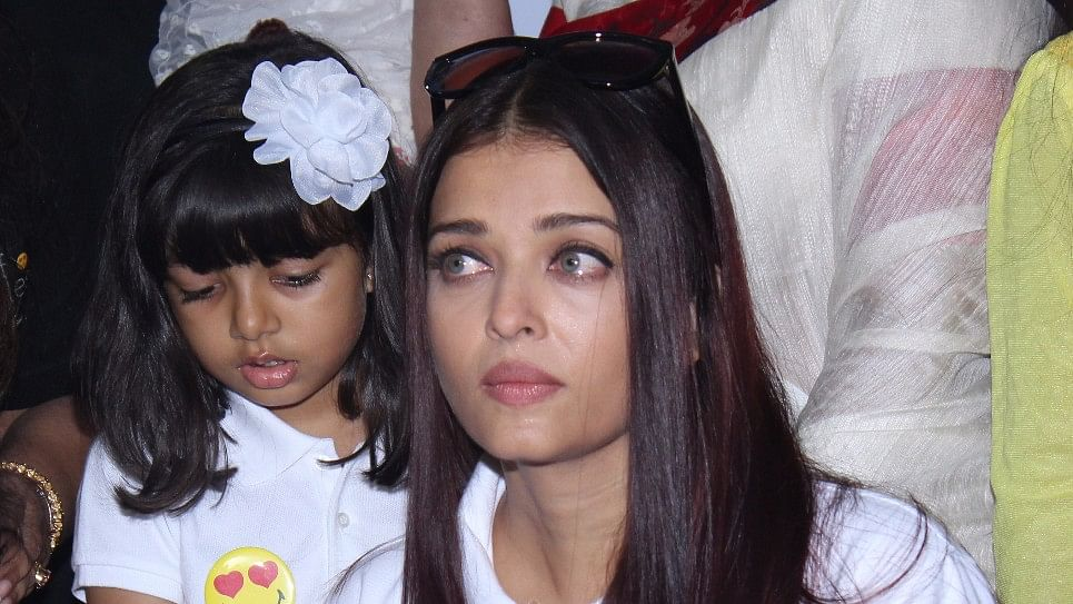 Aishwarya Rai Bachchan in tears as Aaradhya tries to cheer her up.