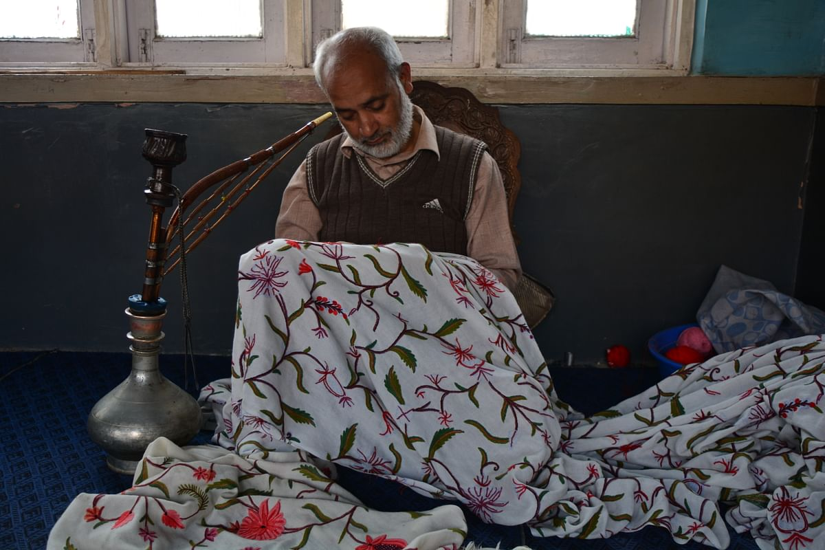 The artisans feel that the kind of attention and respect they used to get earlier is missing nowadays.