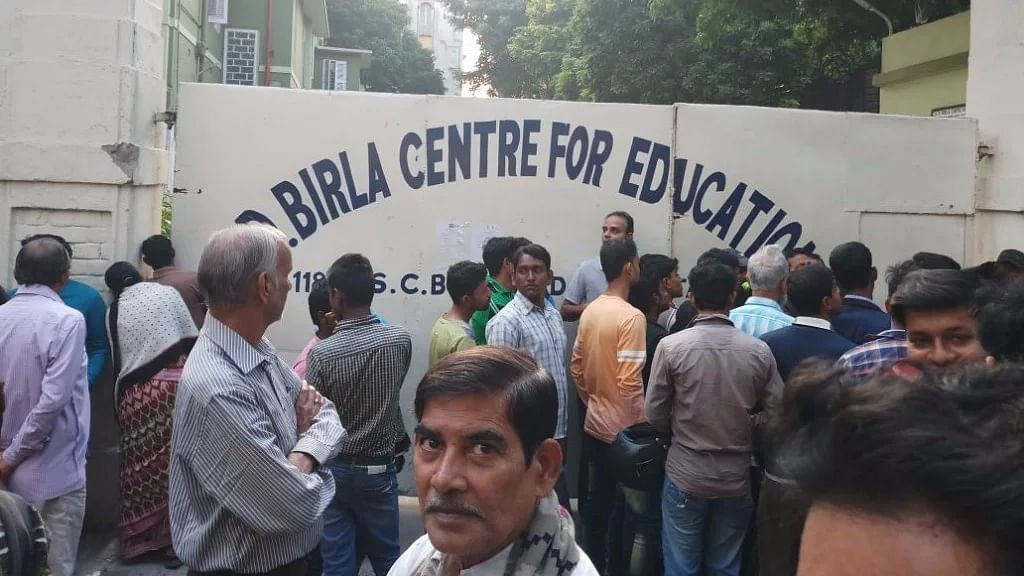 <p>Parents staged protests in front of the GD Birla School, where a 4-year-old girl was allegedly sexually assaulted by two teachers.</p>
