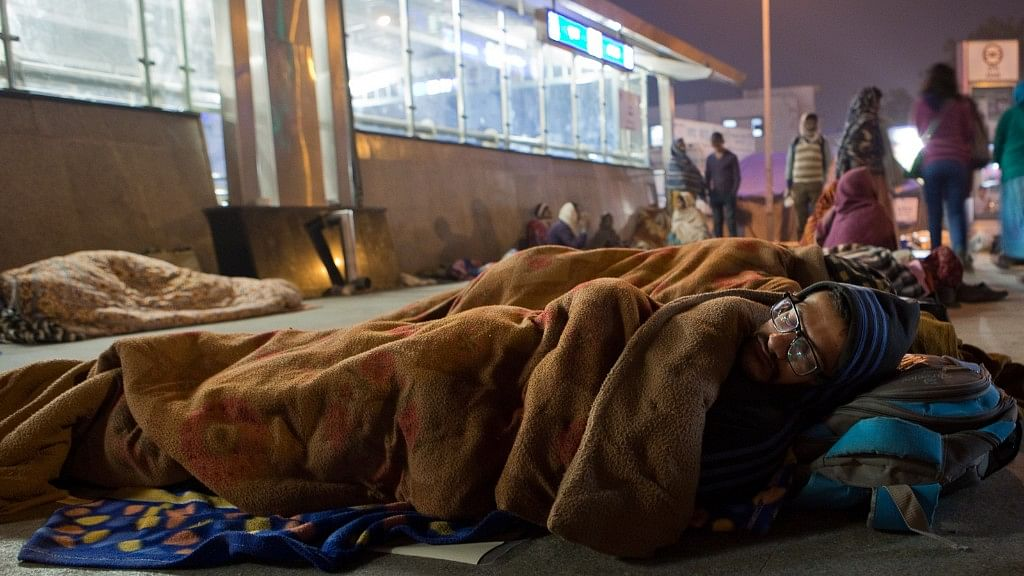 In Photos: With Nowhere to Go, AIIMS Patients Sleep in the Cold