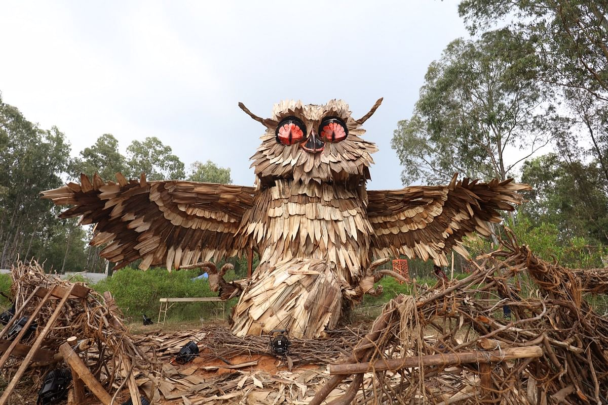 Bheemaiah, the designer of the Owl installation, created his piece from gunny bags, jute ropes, areca-nut plates, fruit-wood and junk metal.