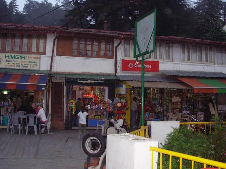 <p>The bustling Mussoorie market close to where Bond lives.</p>