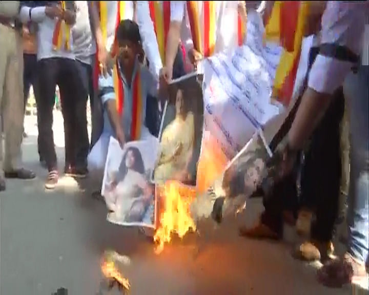 Pro-Kannada Group Protest Sunny Leone's NYE Performance in B'Luru