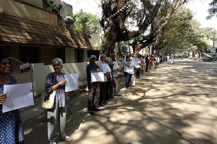The residents of Sanjaynagar in Bengaluru protested with the slogan, <i>'Adjust Beda! Footpath Beku'.</i>