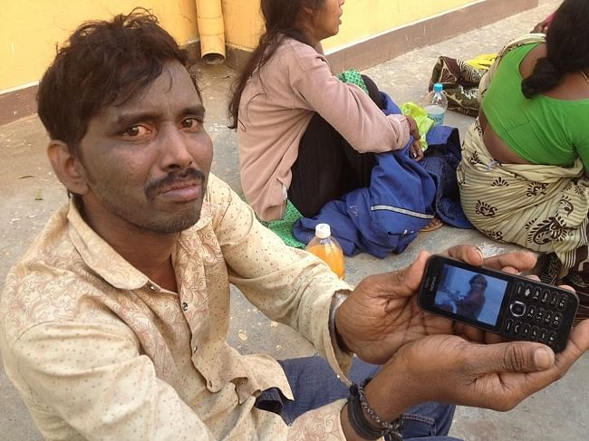 Sai showing Sandha's picture on his mobile.