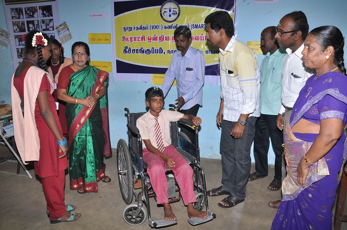 The children have designed a wheelchair for the paralysed which was greatly appreciated by the city collector.