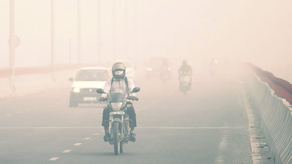 Delhi Wakes up to a Cold Sunday With 'Very-Poor' Air-Quality