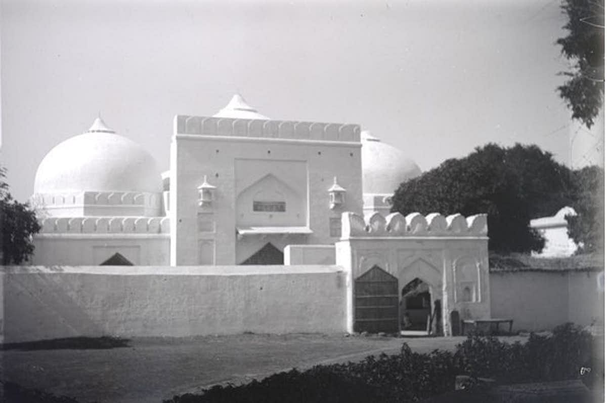 The Babri Masjid in the early 1900s.