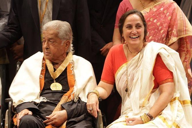 Shashi Kapoor with his daughter, Sanjana Kapoor.