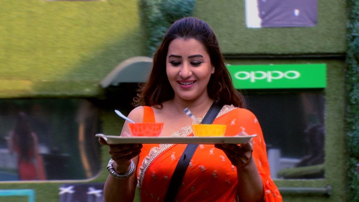 Shilpa Shinde prepares food for Vikas.