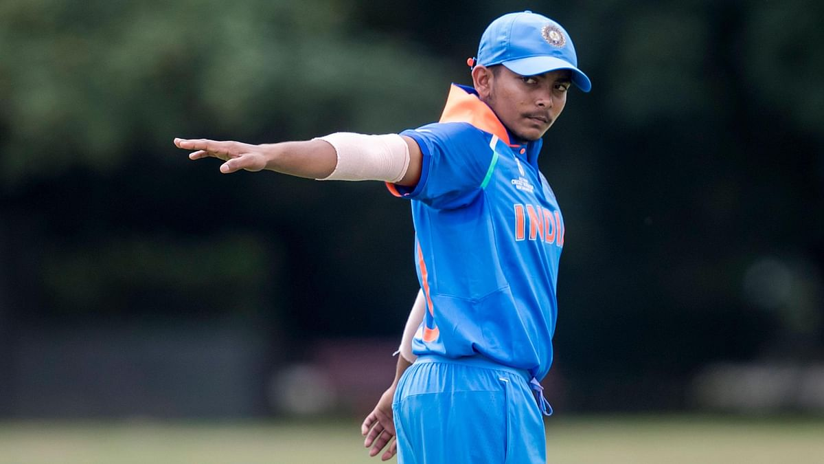 India captain Prithvi Shaw directs his field in the warm-up match against South Africa.