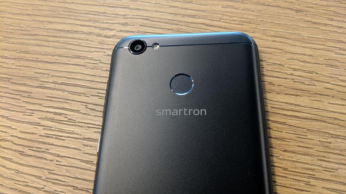 Fingerprint scanner at the back of the phone.