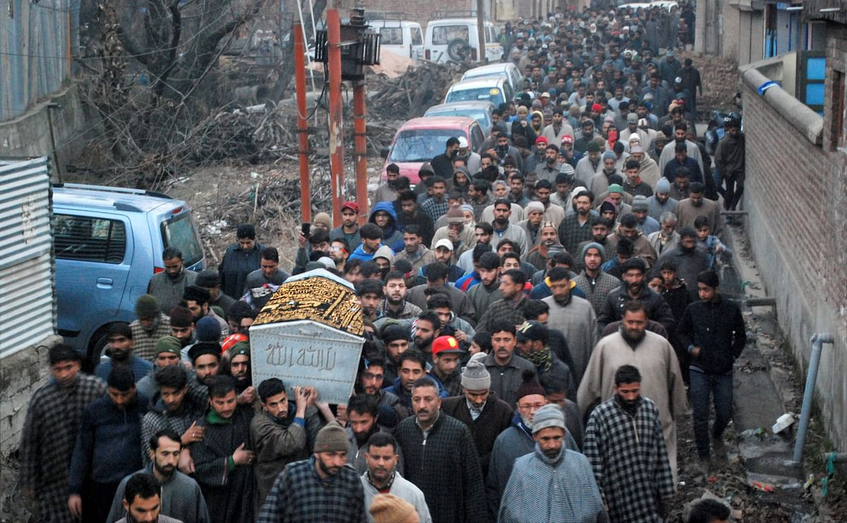 Large number of people carrying the body of CRPF constable Sharif ud Din Ganai during his funeral procession on 31 December.