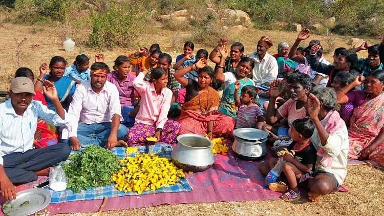16 Dalit families in Chowdadenahalli village have been denied rations for the past 1.5 years as they have not linked their ration cards to Aadhaar.