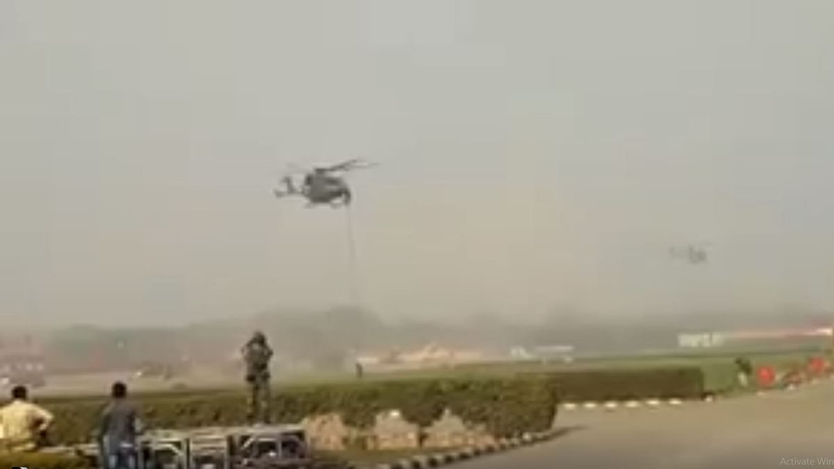 The helicopter from which the jawans fell while performing a slithering operation.