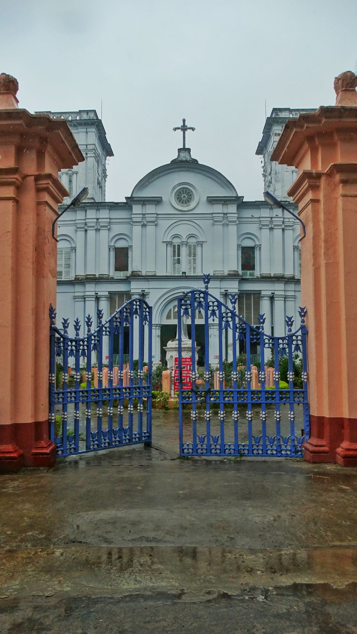 The Portuguese established the Bandel Church in 1599.