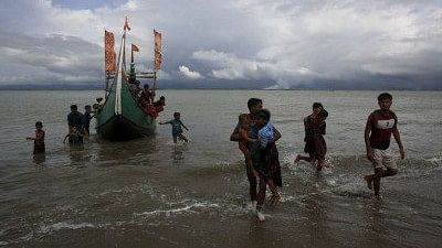 Rohingya refugees arrive at Shah Porir Dwip in Dakhinpara of Bangladesh from Rasidong in Myanmar.