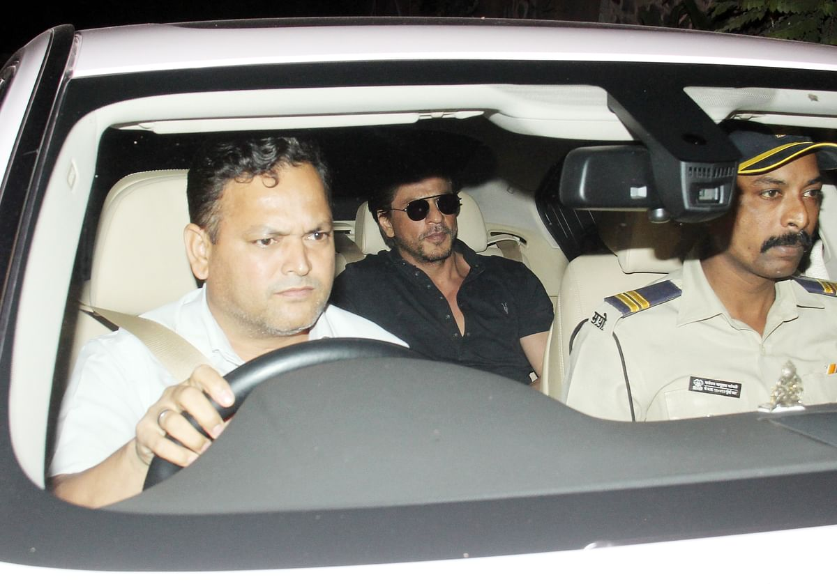 SRK drives down to Dilip Kumar's house.
