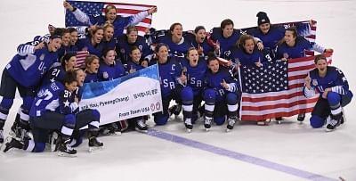 PYEONGCHANG, Feb. 22, 2018 (Xinhua) -- Team USA pose for group photos after winning women